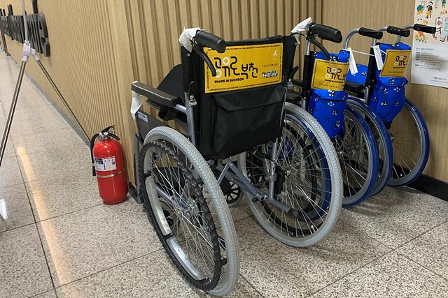 2-3.+성인용과+아동용+휠체어.jpg