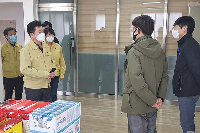 1 인천교구청 귀국 사제 자가격리(배포).jpg