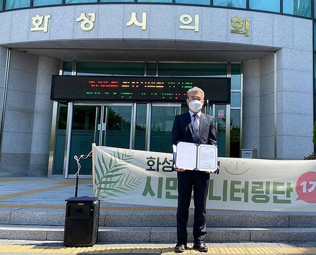 엄정룡의원-우수의원활동상.jpg